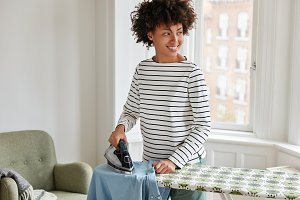 Photo of cheerful black housewife do