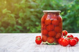 Preserved tomatoes in cans. Selectiv