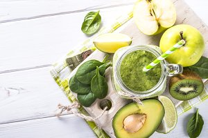 Green smoothie and ingredients on