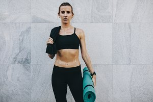 Fitness woman carrying her fitness
