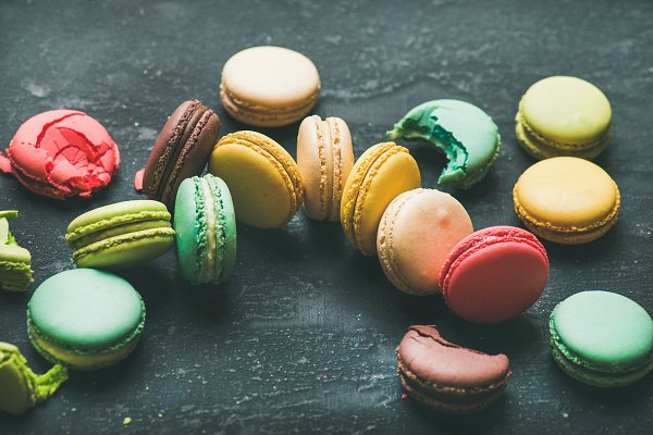 Colorful French macaroons over blac…