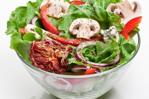 Salad with dried tomatoes, champigno