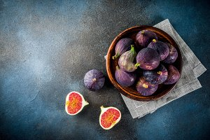 Raw fresh figs