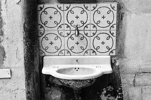 Vintage Washbasin in Black and White