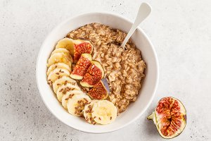Autumn oatmeal with banana and figs