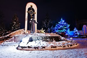 monument of St. Francis at frozen ev