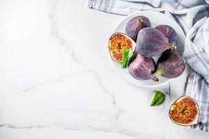 Raw figs fruits