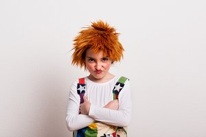 A small girl with a wig and a clown