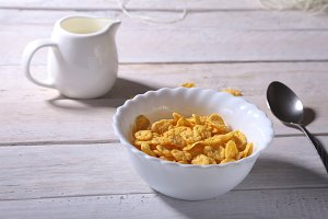 Corn Flakes cereal in a bowl