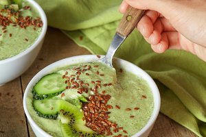 Dietary smoothies with avocado