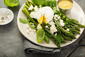 Green peas and asparagus with poache