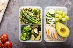 Green and healthy meal prep containe