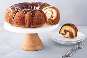 Vanilla bundt cake with cheesecake f