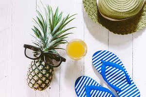 Pineapple and sunglasses - Summer ho