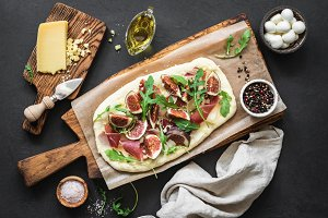 Pizza flatbread with figs