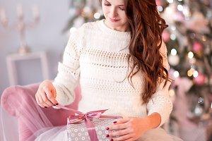 Girl open present