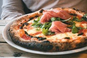 Neapolitan pizza with prosciutto cru