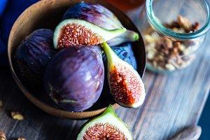 Organic figs and honey