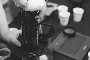 Brewing coffee with aeropress machin