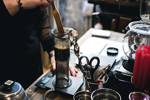Brewing coffee in aeropress