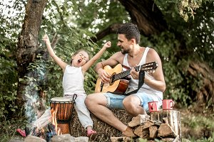 dad plays the guitar, daughter