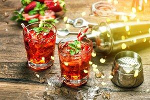 Red drink Aperitif mojito caipirinha
