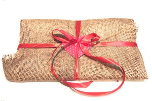 The gift envelope is made by hand.