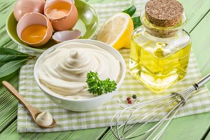 Natural mayonnaise ingredients and t