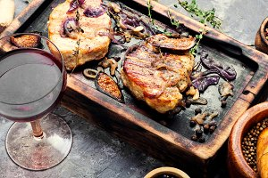Meat steak with figs