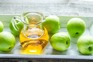 Apple juice with fresh apples