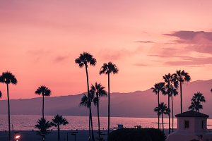 Purple sunset in Santa Monica with s