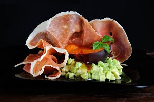 Avocado with apricot and Parma ham