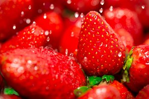 wash strawberries clean water, close