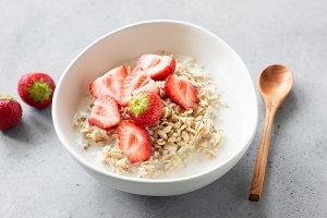 Oats porridge with strawberries