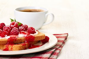 Toast with cottage cheese and