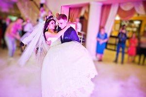 Amazing first wedding dance of newly