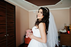 Young brunette bride preparing at he