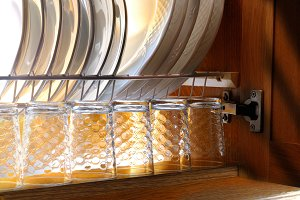 Dishes in the draining of a kitchen