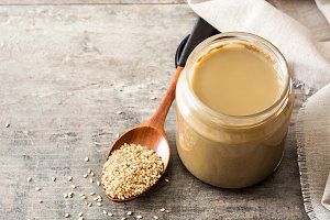 Tahini and sesame seeds