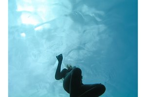 Young woman swiming underwater in