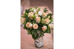 wedding bouquet foll of pink roses