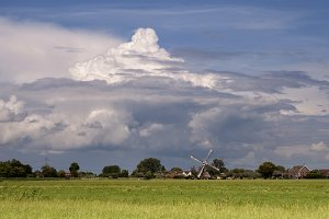 Heavy clouds near Oud-Alblas