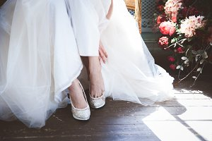Bride is putting on her shoes