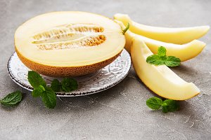 Plate with melon