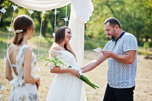Man read vows from paper for his pre