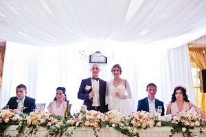 Wedding couple with champagne glasse