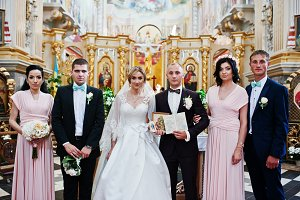 Wedding couple with bridesmaids and