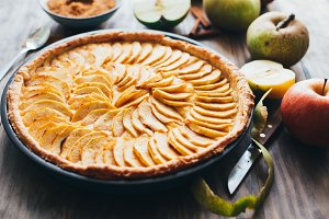 Traditional apple tart on rustic woo