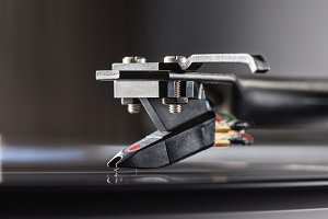tonearm with pickup head