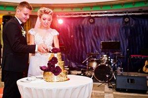 Wedding couple cut golden delicious